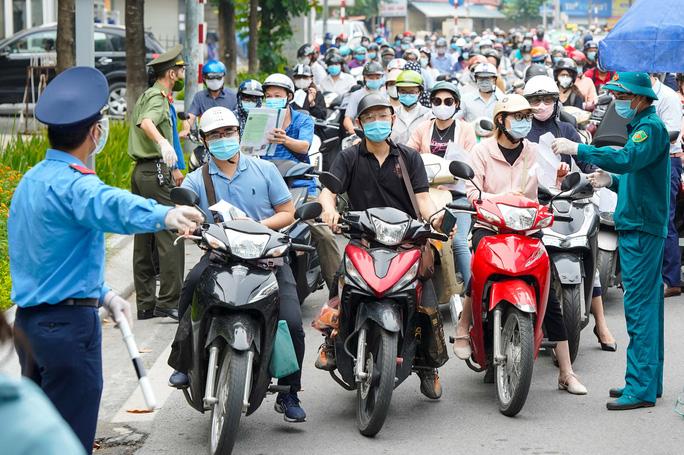 ''Vùng xanh'' ở Hà Nội được mở cửa quán ăn bán mang về