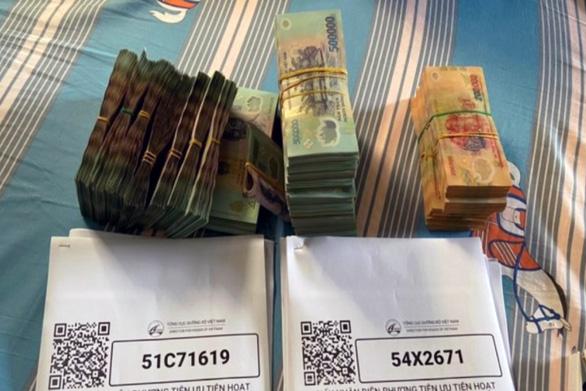 Bắt 8 đối tượng bán giấy ''luồng xanh'' kiếm tiền tỷ