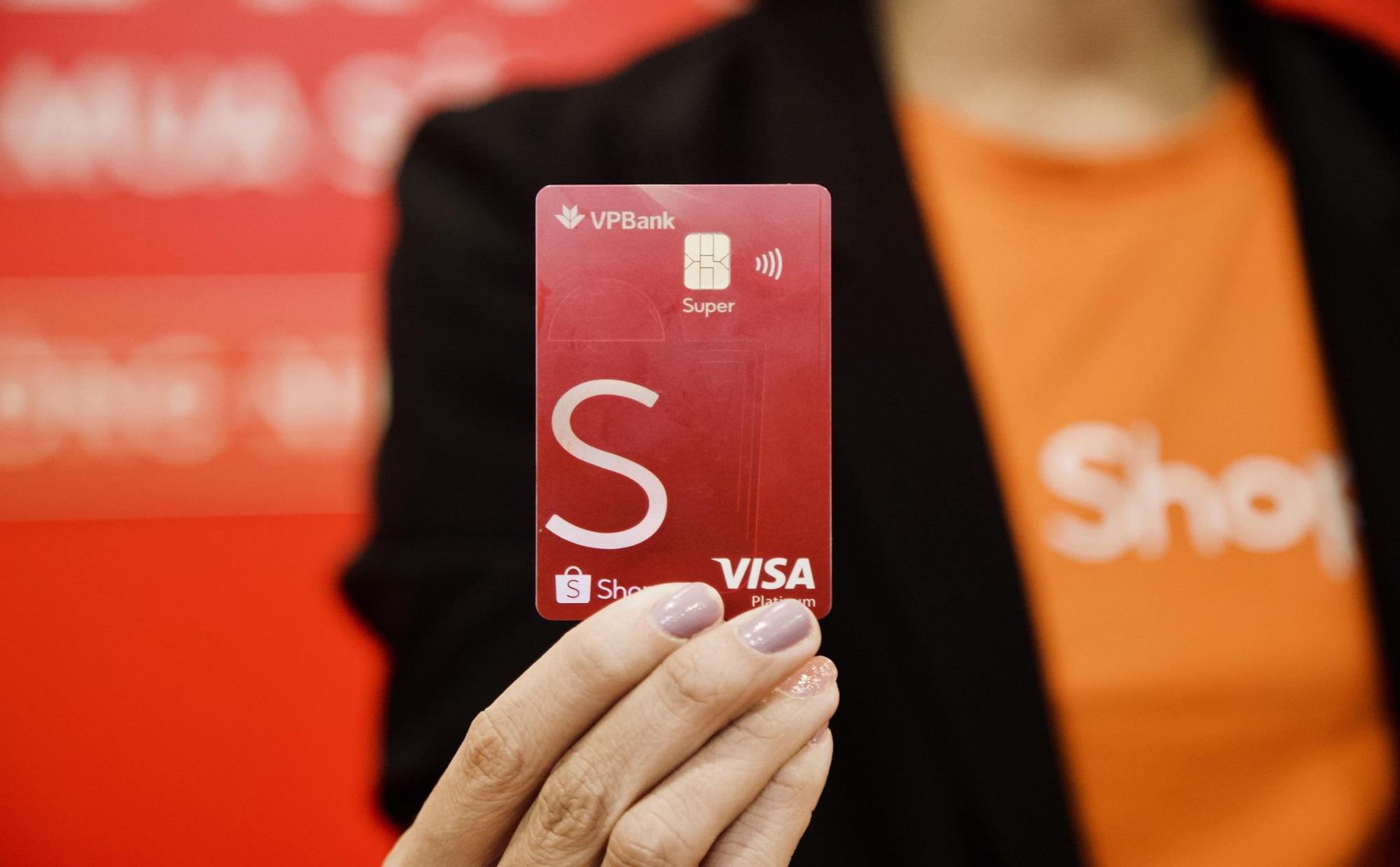 VPBank được Shopee vinh danh là đối tác chiến lược ấn tượng năm 2020 – 2021