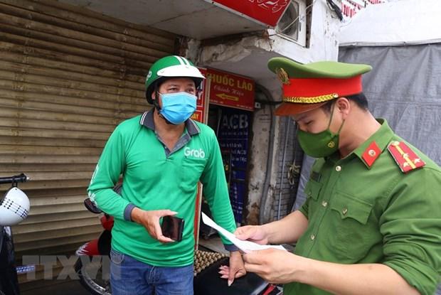 Hà Nội bắt đầu phát ''phiếu ra đường'' cho người dân