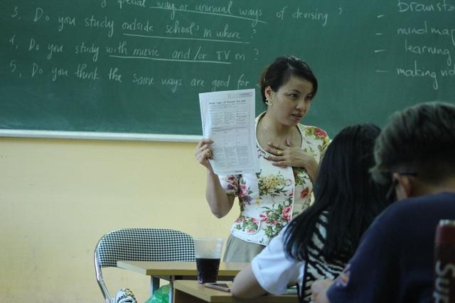 Nữ giảng viên khuyết tật khiến nhiều sinh viên nể phục